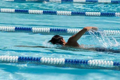 Plivanje za decu pomaže pri otklanjanju ili ublažavanju deformiteta kičmenog stuba (kifoza, skolioza, lordoza)