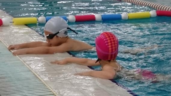 Škola plivanja za decu na Kosutnjaku - obuka neplivaca od 4 do 14 godina.