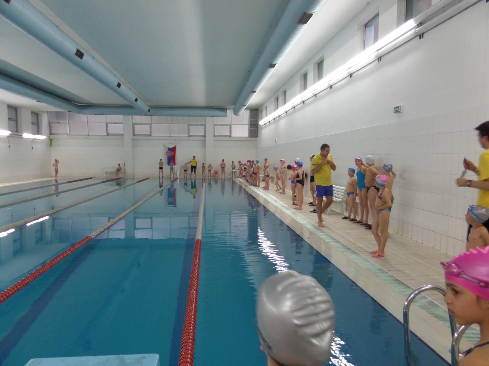 5 razloga zašto Vaše dete treba da nauči da pliva